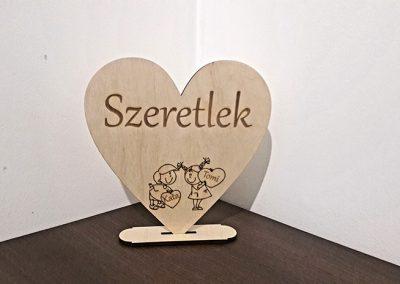 Valentin napi szív névvel és figurákkal