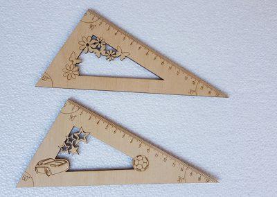 Háromszög vonalzó